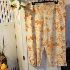 Newport News Orange Floral Capris